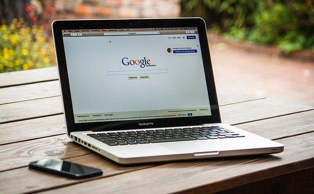 Počítač s internetovou stránkou